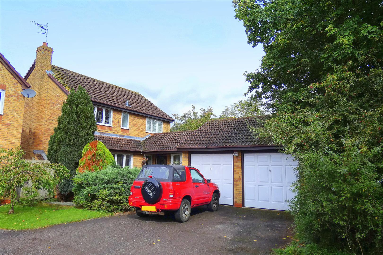 4 Bedrooms Detached House for sale in Heron Lane, Stratford-Upon-Avon